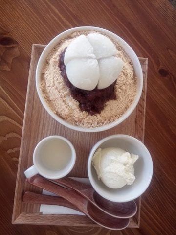 patbingsu traditionnel dessert glacé corée haricots rouges mochi glacé vanille batbingsu café coréen à Paris +82 glace vanille lait concentré