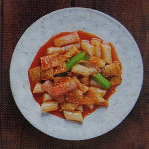recette d'un livre de cuisine coréen piquant pas piquant tteokbokki street food incontournable asiatique gochujang pâte de piment