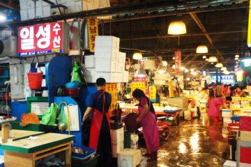 marché authentique idée de visite en Corée du sud à Séoul poisson frais découverte de la cuisine coréenne